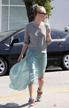 Kate Bosworth Photo - Kate Bosworth shows off her very thin legs as she leaves Byron & Tracey salon in Beverly Hills