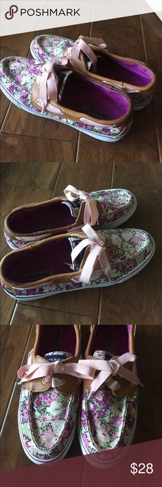 Sperry top sider shoes with pink bows 9.5 Cute Sperry Top Sider shoes with pink, purple and cream flowers. Very clean and ready to wear. Sperry Top Sider Shoes