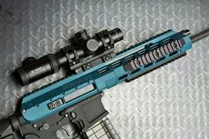 Want this paintjob on my airsoft gun, cause its awesome! Airsoft Guns, Weapons Guns, Guns And Ammo, Assault Weapon, Assault Rifle, Everyday Cutlery, Ar Build, Battle Rifle, Hunting Guns