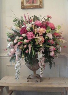 The Best Wedding Flower Arrangement Ideas - Put the Ring on It Design Floral, Deco Floral, Pastel Floral, Large Flower Arrangements, Flower Vases, Funeral Floral Arrangements, Artificial Floral Arrangements, Diy Flower Arrangements For Weddings, Table Arrangements