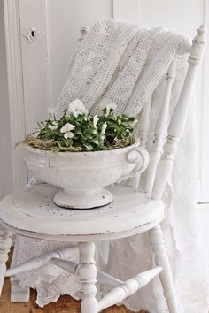 I love this old county shabby chic look!