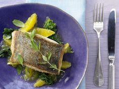 Gebratener Kabeljau - mit Orangenkompott und Spinat - smarter - Kalorien: 342 Kcal - Zeit: 25 Min. | eatsmarter.de Bei der Eskimo-Diät stehen besonders Fisch und Gemüse auf dem Speiseplan.