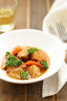 Veau Marengo (aux champignons, carottes et tomate) (pour 4 à 6 personnes) 1 kg environ de morceaux de veau à blanquette (de qualité, ...