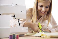 Casada de sofrer com a crise econômica? Mexa-se! Veja aqui como ganhar dinheiro usando suas habilidades artesanais. - Veja mais em: http://www.vilamulher.com.br/artesanato/galeria-de-ideias/ganhe-dinheiro-com-artesanato-ideias-para-sair-da-crise-m0815-706637.html?pinterest-mat