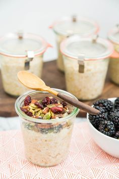 How To Make Oatmeal in Jars: One Week of Breakfast in 5 Minutes — Cooking Lessons from The Kitchn - Steel Cut Oats Make Ahead Breakfast, Breakfast Time, Breakfast Recipes, Breakfast Ideas, Make Ahead Oatmeal, Vegetarian Breakfast, Breakfast Smoothies, Diet Breakfast, Breakfast Dishes