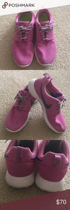 Nike Rosche run shoes Used twice only! Cute accessory to a basic running or walking outfit! Perfect pre loved condition, no snags, tears, used twice only! Very comfortable for walking! Nike Shoes Athletic Shoes