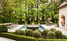 A vine-covered arbor, manicured boxwoods, a picture-perfect pool: This California garden has absolutely everything. Modern Landscape Design, Landscape Plans, Modern Landscaping, Pool Landscaping, Backyard Pools, Landscaping Software, Outdoor Spaces, Outdoor Living, Outdoor Decor