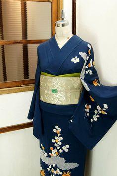 kimono - love this design. Yukata Kimono, Blue Kimono, Kimono Top, Japanese Outfits, Japanese Fashion, Asian Fashion, Traditional Japanese Kimono, Traditional Dresses, Kimono Fashion