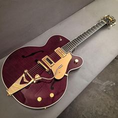 These were based off of Chet Atkins favorite The burgundy finish and gold hardware make for one… Gretsch, Learn Acoustic Guitar, Gentleman, John Lennon Paul Mccartney, Chet Atkins, Cool Electric Guitars, Cheap Guitars, Cigar Box Guitar, Beautiful Guitars