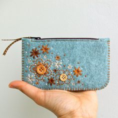Felt Coin Purse // Hand Embroidered // Sweet Blossoms // LWool Felt Coin Purse Wallet // Hand by LoftFullOfGoodies on Etsylovely little felted coin purse. this one is to buy @ etsy by sweet blossomsPapertry Dies… Personalized Coin Purses and Possib Felt Purse, Diy Purse, Coin Purse Wallet, Coin Purses, Felt Wallet, Felt Bags, Small Makeup Bag, Embroidery Bags, Etsy Embroidery