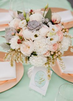 Love the mint green linen, gold chargers and all of the creamy yummy-ness of these flowers. Soft and lovely.