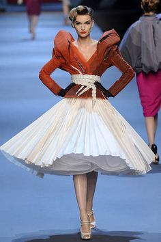 Christian Dior Spring 2011 Couture Runway - Christian Dior Haute Couture Collection - ELLE