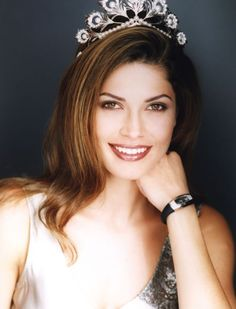 Justine Pasek (Panama) - Miss Universe 2002. Height - 170 cm, measurements: bust - 90, waist - 60, hips - 90.
