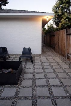 Pea gravel and pavers - exactly what I want  in front yard