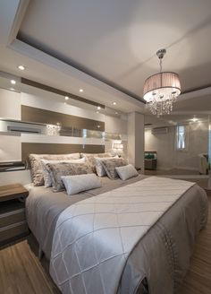 Trendy bedroom luxury grey home decor Turquoise Bedroom Decor, Decor Interior Design, Interior Decorating, Grey Home Decor, Suites, Trendy Bedroom, Luxurious Bedrooms, House Rooms, Interior Design Living Room