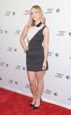 """Abby Elliott Photos - Actress Abby Elliot attends the """"Life Partners"""" premiere during the 2014 Tribeca Film Festival at SVA Theater on April 2014 in New York City. Hot Actresses, Beautiful Actresses, Abby Elliott, Tribeca Film Festival, Life Partners, Photo L, Red Carpet Fashion, Bellisima, Mariana"""