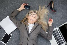 Tämä sama tunne – kiire – laukaisee meissä stressireaktion, joka kaksinkertaistaa kiireen tunteen. Tätä kautta olemme naimisissa kiireen kanssa.