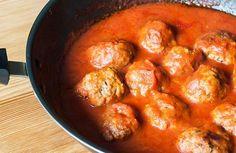 Aprende cómo hacer albóndigas en salsa de tomate. Estas albóndigas de carne se pueden hace con res o con cerdo. Receta casera fácil y deliciosa.