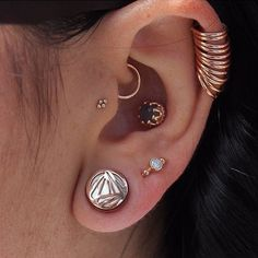 ALL ROSE GOLD EVERYTHING  Probably one the most beautiful ears we've seen. These Prime plugs and all the other rose gold goodies come from our buddies at @rosegoldsf #plugsporn #stretchedlobes #style #girlswithpiercings #rosegold #piercings #piercer #plugs #gauges #