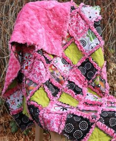 Sew a minky rag quilt either as a lap quilt or a new baby quilt. This super soft quilt is great for the beginning quilter. A simple DIY craft tutorial idea. Strip Rag Quilts, Easy Quilts, Star Quilts, Quilt Baby, Quilting Projects, Sewing Projects, Diy Quilting, Hand Quilting, Quilting Ideas