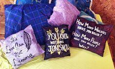 Almofadas feitas com guarda-chuva