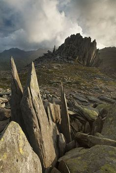 and-the-distance:  Castell y Gwynt (Castle of the Wind), Snowdonia, Wales
