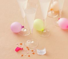 Fast, foolproof, and surprising ideas for any celebration. Festive Stems Grab your guests attention with the signature cocktail. This festive idea involves balloons and confetti. Get the how-tos. Mini Balloons, Confetti Balloons, The Balloon, Start The Party, For Your Party, Diy Sweet 16 Decorations, My Super Sweet 16, Signature Cocktail, Deco Table