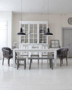 Käinby 1925_Villa_lankkupöytä_27032016_03 Romantic Kitchen, Dining Table, Chandelier, Ceiling Lights, Villa, Room, Furniture, Home Decor, Style