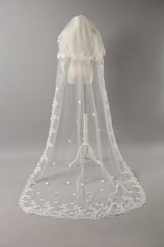 Elegant White Two-tier Cathedral 8.91 Feet Wedding Veil With No Comb For Bridal Gown nero0617 http://smile.amazon.com/dp/B00IMTQ5WS/ref=cm_sw_r_pi_dp_JvnNtb0TNEWH57BW