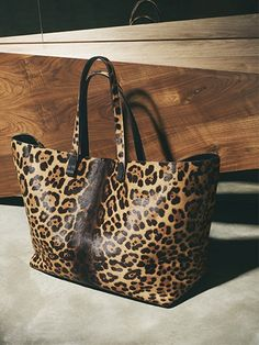 It is so hard to find a well made leopard bag. This one os delicious. Exclusive #Leopard #Shopper Victoria #Beckham