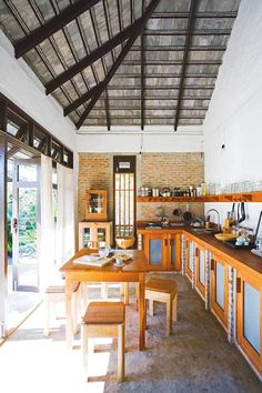 House Design Traditional Ceilings For 2019 Dirty Kitchen Design, Outdoor Kitchen Design, Interior Design Kitchen, Kitchen Decor, Kitchen Ideas Philippines, Kitchen Styling, Traditional House, Home Kitchens, Kitchen Remodel