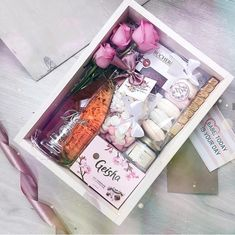 Super gifts baskets ideas for adults ideas Birthday Gifts For Grandma, Cute Birthday Gift, Grandma Gifts, Gift Hampers, Gift Baskets, Homemade Gifts, Diy Gifts, Gift Box For Men, Christmas Gifts For Kids