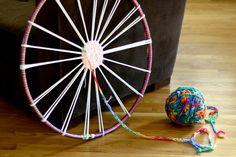 Woven Finger-Knitting Hula-Hoop Rug DIY - Flax & Twine Have bored kids? Woven Finger-Knitting Hula-Hoop Rug DIY – Flax & Twine Have bored kids? Try a little finger knit Hula Hoop Weaving, Hula Hoop Rug, Twine Crafts, Yarn Crafts, Finger Knitting Projects, Rug Loom, Weaving Projects, Arm Knitting, Woven Rug