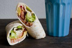 Wrap met zalm, roomkaas en avocado - http://www.volrecepten.nl/r/wrap-met-zalm--roomkaas-en-avocado-6738221.html