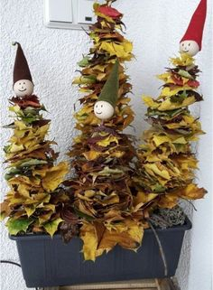 Vzali několik truhlíků ze kterých vykouzlili úžasné adventní dekorace: 18+ inspirací, jak přeměnit květináče a truhlíky na adventní dekorace! | Prima Kids Crafts, Fall Crafts For Kids, Art For Kids, Diy And Crafts, Craft Projects, Christmas Art, Christmas Ornaments, Snail Craft, Preschool Colors