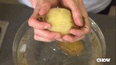 Épluchez des Pommes de Terre Super Rapidement avec cette Astuce.