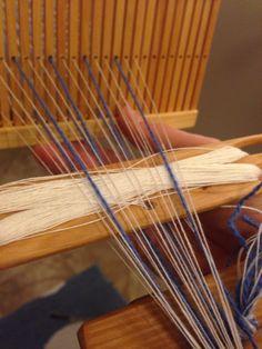 Bandvävning del 2 – uppsättning av varpen på bandgrinden | Cecilias syblogg Diy And Crafts, Weaving, Wordpress, Band, Home Decor, Fabrics, Tejidos, Sash, Decoration Home