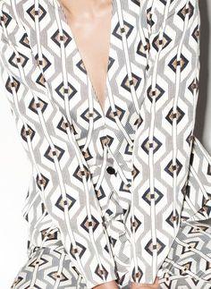 We love this print as a carpet design! #interiordesign #geometric #pattern #neutral #print #design | Joseph Carini Carpets