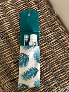 I am pleased to present this article from my shop: Nomad toothbrush case with palm leaf print, duck blue waterproof lining Diy Sewing Projects, Sewing Projects For Beginners, Sewing Tutorials, Sewing Hacks, Sewing Crafts, Sewing Patterns, Bag Patterns, Sewing Tips, Couture Sewing