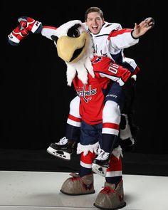 Photo for this weeks Sports Illustrated feature. Caps Hockey, Hockey Teams, Hockey Players, Custom Basketball Uniforms, Sports Uniforms, Washington Capitals Hockey, Smart Women, Sports Illustrated, Nhl