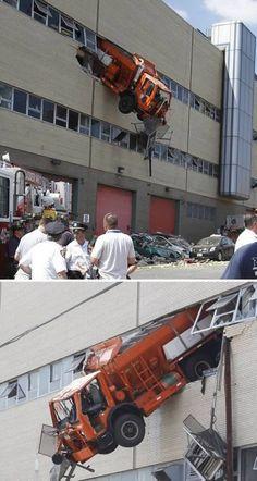 12 Unbelievable Truck Accidents - Oddee.com