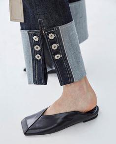 Stylish Women's Flat Square Toe Slip On Shoes Casual Leisure Leather European Fashion Moda, Denim Fashion, Fashion Shoes, Womens Fashion, Jeans Recycling, Fashion Details, Fashion Design, Look Chic, Shoe Brands