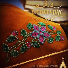 Indian Beadwork, Native Beadwork, Native American Beadwork, Native Beading Patterns, Beadwork Designs, Beaded Lanyards, Beaded Cuff Bracelet, Fabric Beads, Beaded Bags