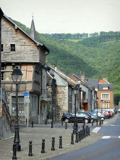 Revin: Vue sur la maison espagnole et les façades du quai Edgar Quinet ; forêt… Ardennes, Road Trip, Country, Places, Travel, Spanish House, Small Towns, Drill Bit, Spain