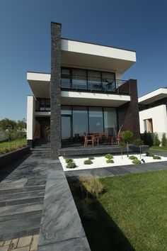 What does a luxurious house really need? Some spectacular views, expensive furnishings, high-end architectural concepts and, last,but not least...a lot of
