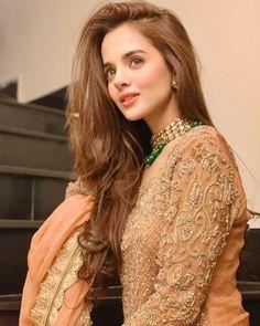 Pakistani Fashion Casual, Pakistani Dresses Casual, Pakistani Dress Design, Bollywood Fashion, Pakistani Suits, Muslim Fashion, Hijab Fashion, Girl Fashion, Stylish Girls Photos