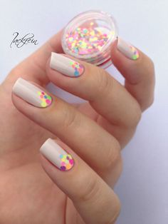 Love everything about this mani - colors, simplicity, design! See more details here - http://lackfein.blogspot.de/2014/08/neon-glitter.html
