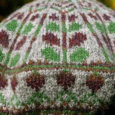 neep heid (pronounced neeeep heeeed) is a traditional colourwork tam, worked in my favourite Shetland yarn.