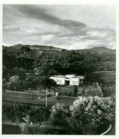 De Bandoengse NIROM studio op Tjioemboeloeit voor Maart 1942