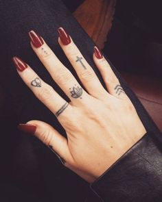 Tiny finger tattoos for girls; small tattoos for women; finger tattoos with meaning; Foot Tattoos, Cute Tattoos, Unique Tattoos, New Tattoos, Tattoos For Guys, Colorful Tattoos, Tatoos, Awesome Tattoos, Pretty Tattoos